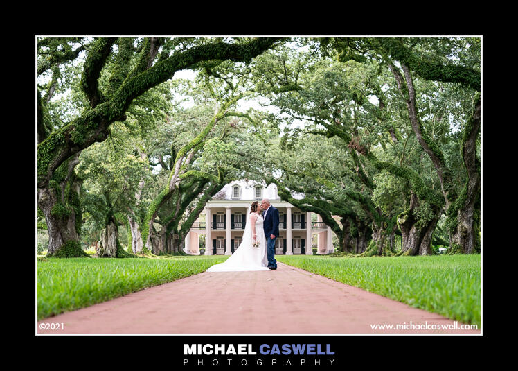 Read more about the article Jessica & AJ's Vow Renewal at Oak Alley